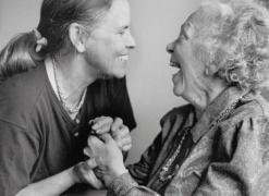 Você ama seus pais? Então converse com eles, quanto mais você conversar com seus pais mais eles viverão...