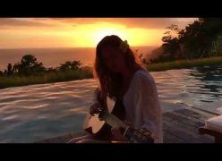 Gisele Bundchen canta lindamente a música Trem Bala - Belíssimo!