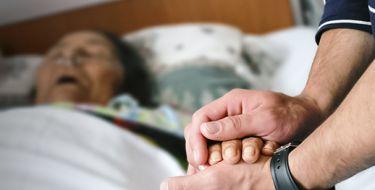 COMO DEVEMOS CUIDAR DE QUEM ESTÁ MUITO PRÓXIMO DA MORTE
