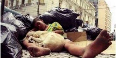 Reflexão Menino de Rua e o Cachorro (Muito Emocionante)